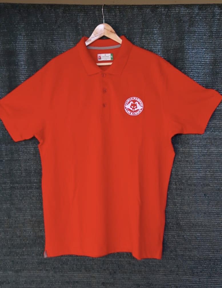 polo rossa con logo
